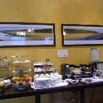 Nice breakfast area-fresh food