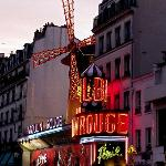 Das Moulin Rouge direkt in der Nähe