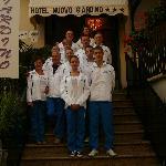 Entrata Hotel Tino, Anna e squadra.