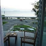 Hermoso atardecer en el balcon de la habitación para relajarse