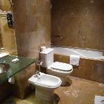 bathroom Hotel Montecarlo