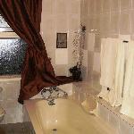 Bathroom en suite to Safari Room