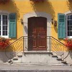 Découvrez nos trois chambres : Milrose, Trianon et Bleue, toutes  spacieuses, confortables et éq