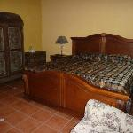 room in hotel Casa de las Fuentes with kingsize bed