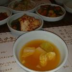 Iguarias coreanas no restaurante So Kong Dong