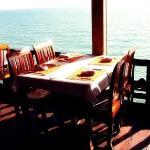 조용하고 아담한 레스토랑에서 연인과 함께 식사를 하면 로맨틱한 분위기를 연출 할 수 있다.