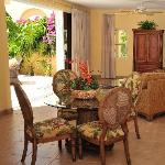 dining area - Courtyard suite