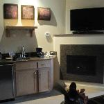 wetbar/fireplace