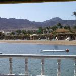 Blick vom Boot auf das Hotel