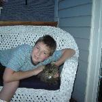 Unser Sohn mit Katze