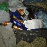 Bolsas de basura sobre la banqueta