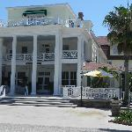 Picture of front of Inn