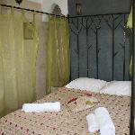 Cama del dormitorio situado en la planta superior/terraza