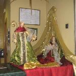 Decoración navideña en el mostrador