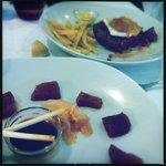 Sashimi de atún y hamburguesa con brie