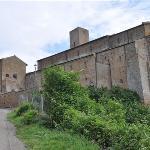 """...die Bischofsbasilika """"San Pietro"""" - von Tuscania...."""