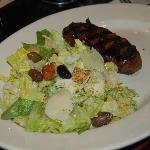 Super leckerer Cäsars Salat mit saftigem kleinen Steak - lecker !
