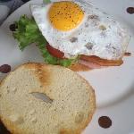 Egg bacon bagel sandwhich