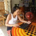"""Gaj, Kassiererin von der """"Be-Happy-Bar"""" erhält 50 Baht vom Hotel, wenn sie das Zimmer verrmittel"""