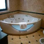 Jacuzzi bathtub in the Suite Villa Borghese
