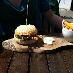 Chicken pesto burger
