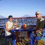 Dinner enjoying amazing view to Ometepe Island / Cenando disfrutando de la impresionante vista a