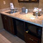 Mini Kitchen w/Microwave and Fridge