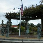 Flag avenue statue at driveway to restaurant/hotel property