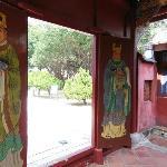 5人の墓と一体となった廟