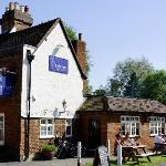 The Blue Anchor Pub & Dining Rooms  |  145 Fishpool Street, St Albans
