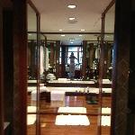 Grande y cómodo...el baño de mi primera habitación en Spa Botanical