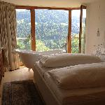 Schlafbereich mit Badewanne und Topaussicht