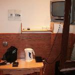 Mesa y televisor