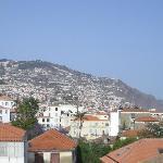 Vista parcial de Funchal desde la terraza de los apartamentos Sao Paulo