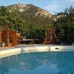 Espace piscine en fin de journée