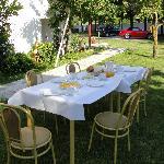 πρωινό στον κήπο.
