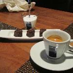 Espresso mit Thymianpralinen
