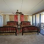 2 Queen beds- ocean view