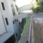 Blick von der Mauer hinter den Hotel