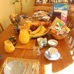 朝食のダイニングテーブル
