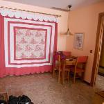 Habitación (cocina inutilizada tapada con el estore)