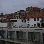 Studios mit Hotel (Rezeption und Autolift) im Hintergrund
