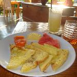 INATA Breakfast: French Toasts w/Tropical Fruits