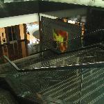 Escaleras al subsuelo (restaurants, piscinas, jardines)