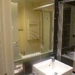 Gran ducha con adundante agua caliente