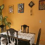 Salón comedor limpio, amplio, luminoso