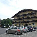 l'hôtel  comprenant 2 parties, ici la plus importante
