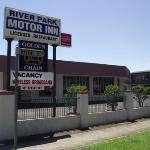 River Park Motor Inn & Restaurant