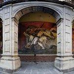 """Mural """"La trinchera"""" de Orozco"""