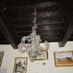 Il lampadario della reception: immaginate il resto!
